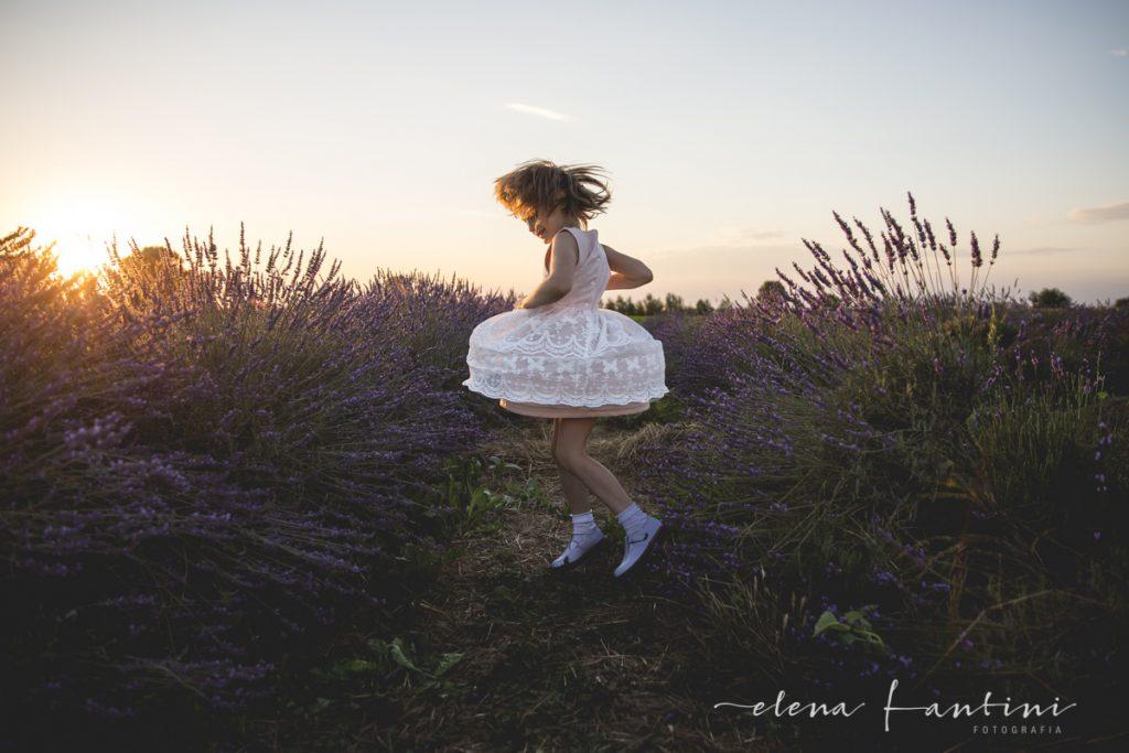 Elena Fantini Fotografa Bambine Lavanda Golden hour